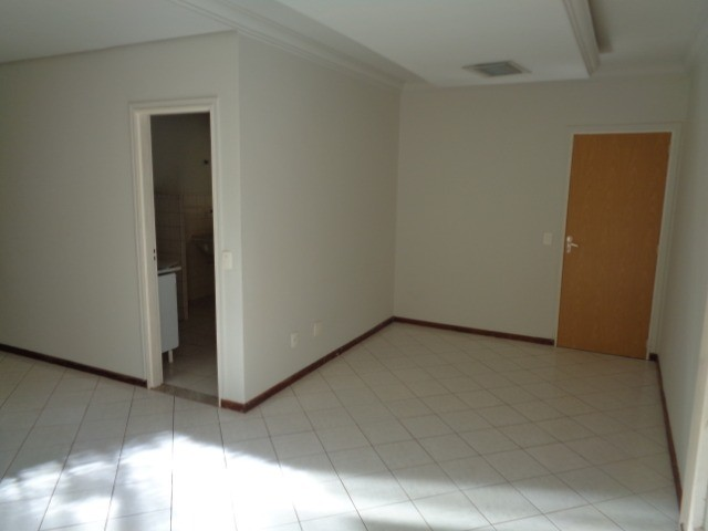 Apartamento com 3 quartos, 70 m², aluguel por R$ 800/mês