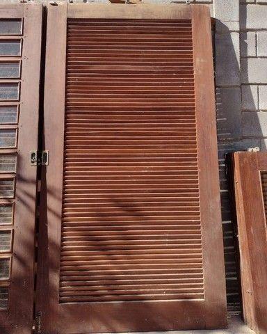 Portas de Madeira Ipê veneziana e vidro - Foto 2