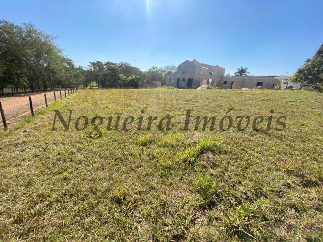 Terreno com 1.161 m², frente e lateral com área verde, condomínio (Nogueira Imóveis)