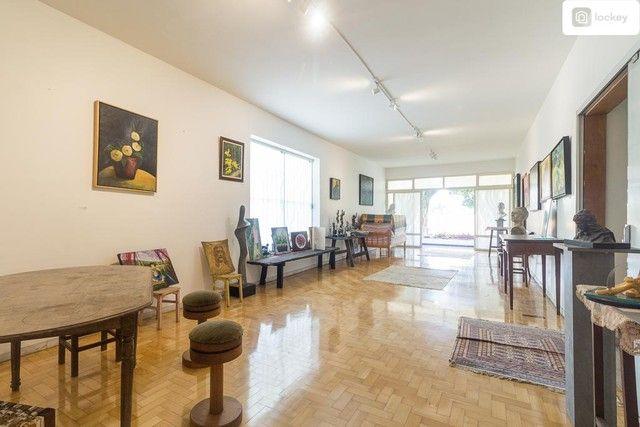 Casa com 868m² e 7 quartos