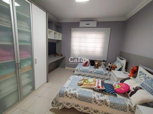Casa possui 356,07 m² útil, com 4 amplos dormitórios, 2 Suítes sendo 2 master, piscina e s - Foto 11