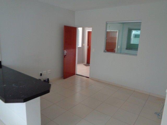 Apartamento com 2 quartos, 60 m², aluguel por R$ 880/mês - Foto 2