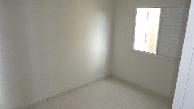 Apartamento com 2 quartos, 50 m², aluguel por R$ 700/mês - Foto 3