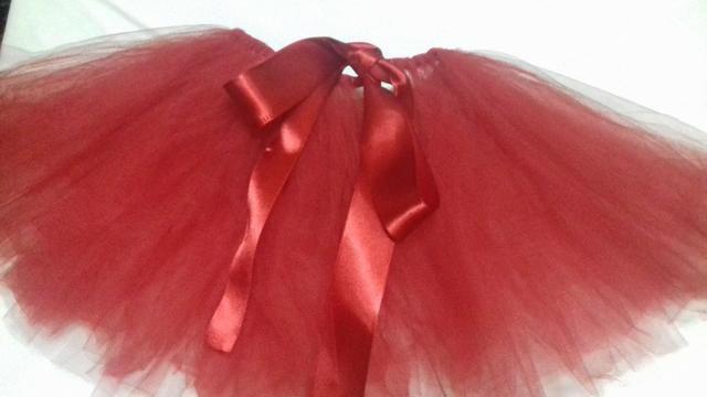 98667d9ff9 Saia tutu vermelha - Roupas e calçados - Morro da Liberdade
