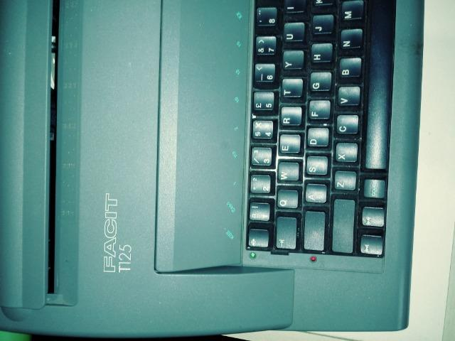 Vendo uma máquina de escrever elétrica - Foto 5