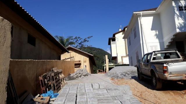 Casa em condomínio com 3 quartos -local tranquilo- Próximo ao Centro-Petrópolis