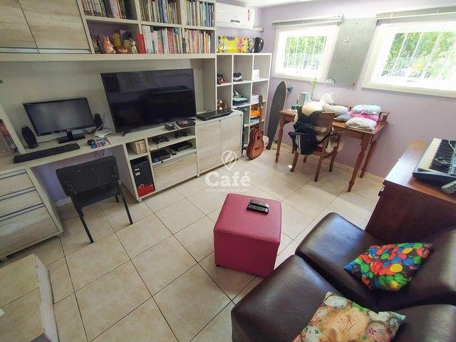 Casa possui 356,07 m² útil, com 4 amplos dormitórios, 2 Suítes sendo 2 master, piscina e s - Foto 5