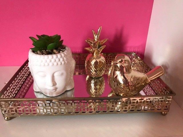 Bandeja espelhada e enfeites de porcelana - Foto 4