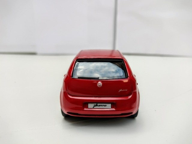 Miniatura Fiat Punto Vermelha - Foto 4
