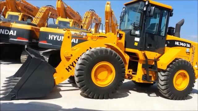 Pá carregadeira Hyundai HL 740