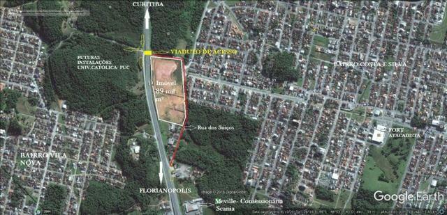 Área industrial 89.000 m²