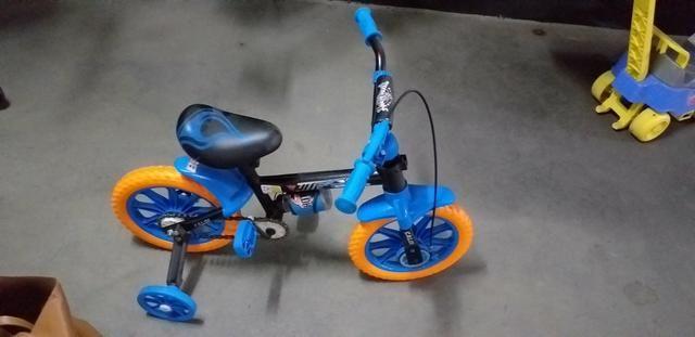 9c3cc70fb Bicicleta Caloi Hot Wheels aro 12 - Artigos infantis - Saúde