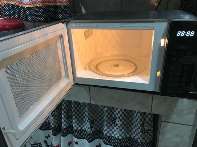 Top dos microondas espelhado Panasonic 31 litros - Foto 2
