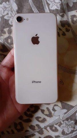 Vendo ou troco iPhone 8 - Foto 4