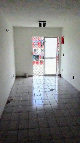Apartamento de 02 quartos no Bequimão semi mobiliado - Foto 4