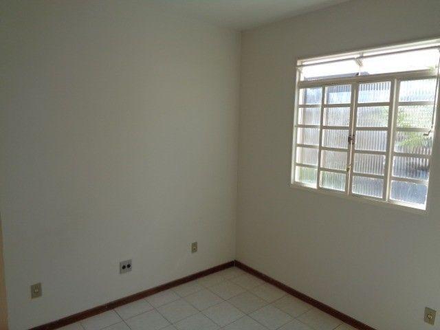 Apartamento com 3 quartos, 70 m², aluguel por R$ 800/mês - Foto 7