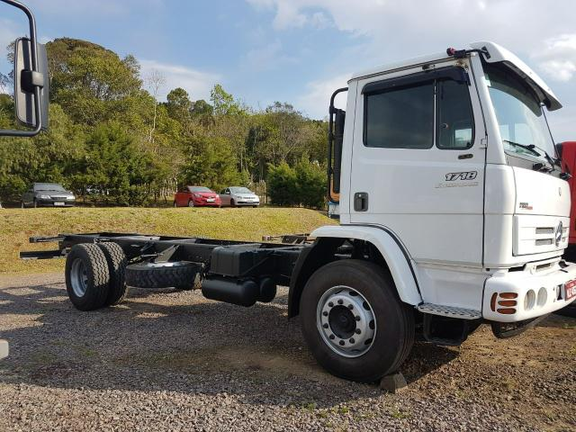 CAMINHAO MB 1718 4X2 NO CHASSI ANO 2011