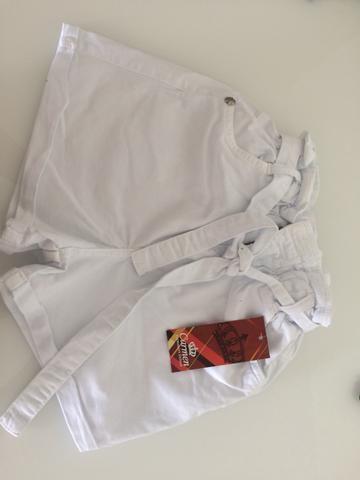 Biquínis e roupas