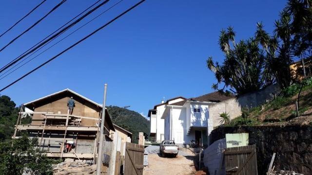 Casa em condomínio com 3 quartos -local tranquilo- Próximo ao Centro-Petrópolis - Foto 2