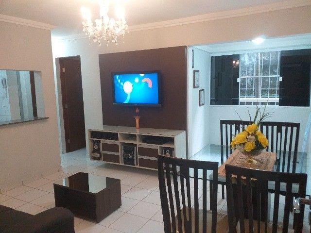 Alugo um Apartamento com Mobília Completa. - Foto 2