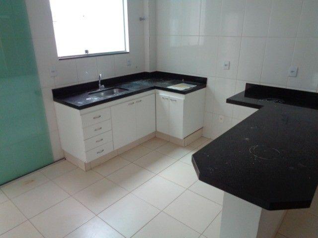 Apartamento com 2 quartos, 60 m², aluguel por R$ 880/mês - Foto 4