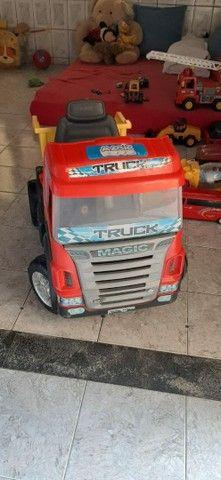 Vendo caminhão de brinquedo em perfeito estado - Foto 4