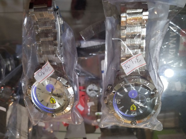 Lindo relógio Ferrari novo pulseira metal mascolino grande  - Foto 2