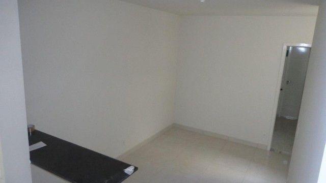 Apartamento com 2 quartos, 50 m², aluguel por R$ 700/mês - Foto 2