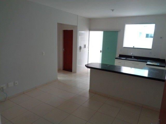 Apartamento com 2 quartos, 60 m², aluguel por R$ 880/mês - Foto 3
