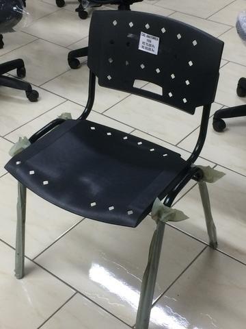 Cadeira empilháveis fixa nova