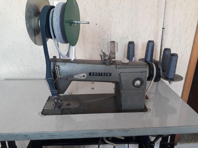 Maquina de Costura Ombro-a-ombro Reforço Gola 2 Agulhas Semi-Industrial Brother 110v - Foto 2