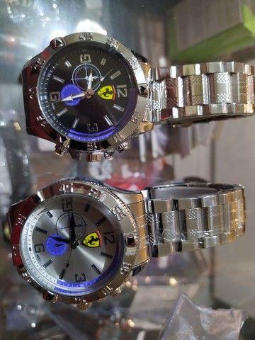 Lindo relógio Ferrari novo pulseira metal mascolino grande