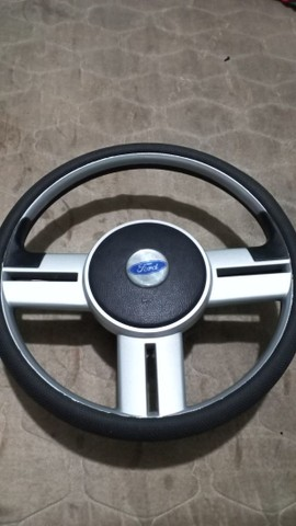 Vendo esse volante universal top