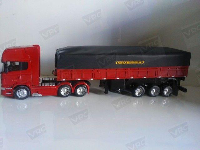 Miniatura conjunto Scania + carreta graneleira. Escala 1/32 - Foto 3