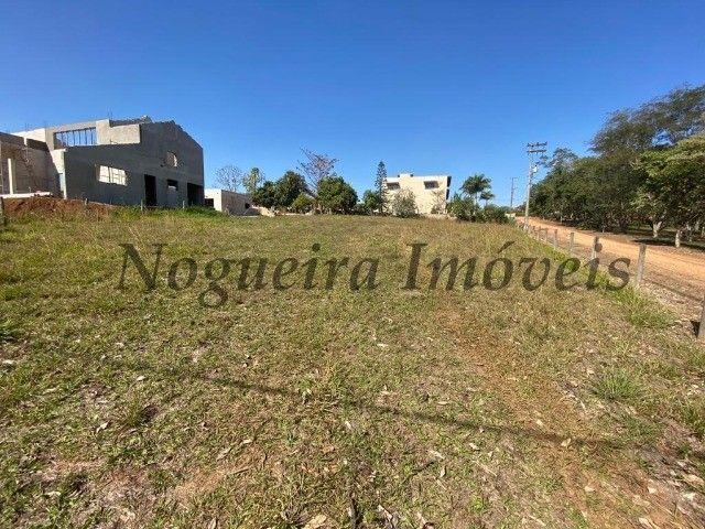 Terreno com 1.161 m², frente e lateral com área verde, condomínio (Nogueira Imóveis) - Foto 5