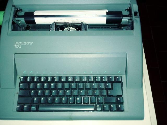 Vendo uma máquina de escrever elétrica - Foto 4