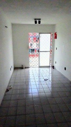 Apartamento de 02 quartos no Bequimão semi mobiliado - Foto 3