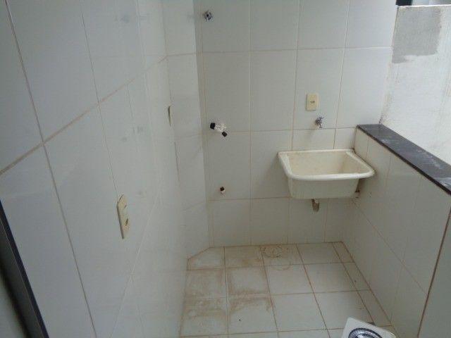 Apartamento com 2 quartos, 60 m², aluguel por R$ 880/mês - Foto 9
