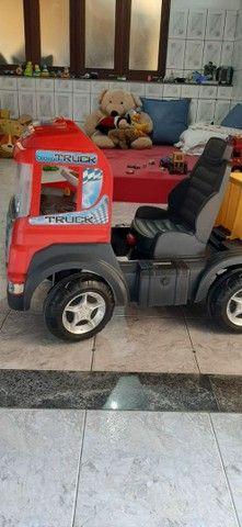 Vendo caminhão de brinquedo em perfeito estado - Foto 3