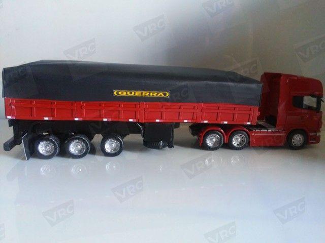 Miniatura conjunto Scania + carreta graneleira. Escala 1/32 - Foto 4