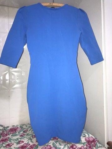 Vestido tubinho de marca no tamanho P.  - Foto 2