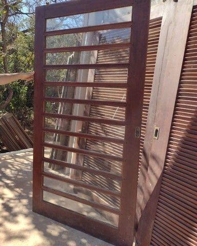 Portas de Madeira Ipê veneziana e vidro