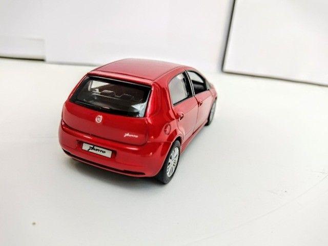 Miniatura Fiat Punto Vermelha - Foto 2