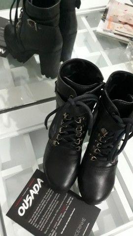 Bota coturno de coro Vicerinne e sapato feminino vans old skool preto  - Foto 5