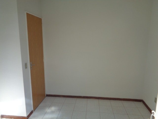 Apartamento com 3 quartos, 70 m², aluguel por R$ 800/mês - Foto 8