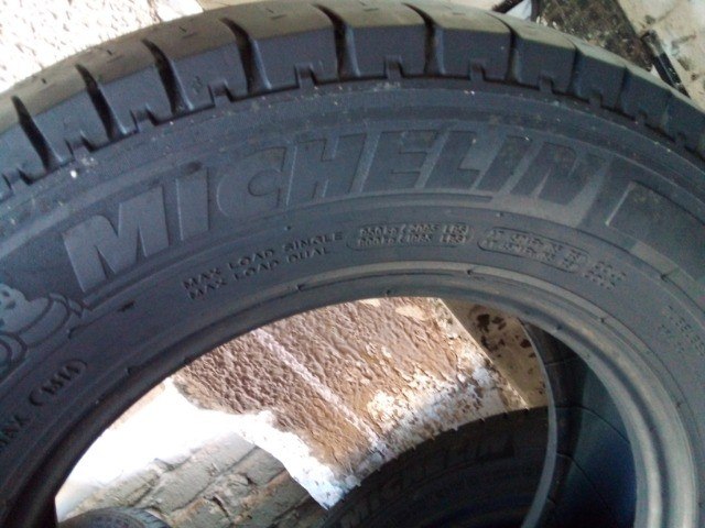 Pneus 205/70/15C  Michelin Seminovos - Foto 4