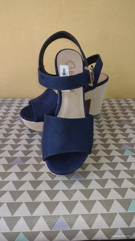 Sandália de salto - Foto 2