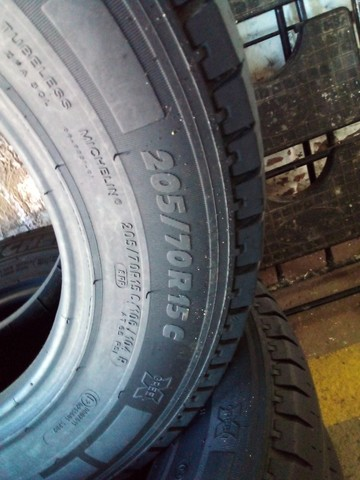 Pneus 205/70/15C  Michelin Seminovos - Foto 3