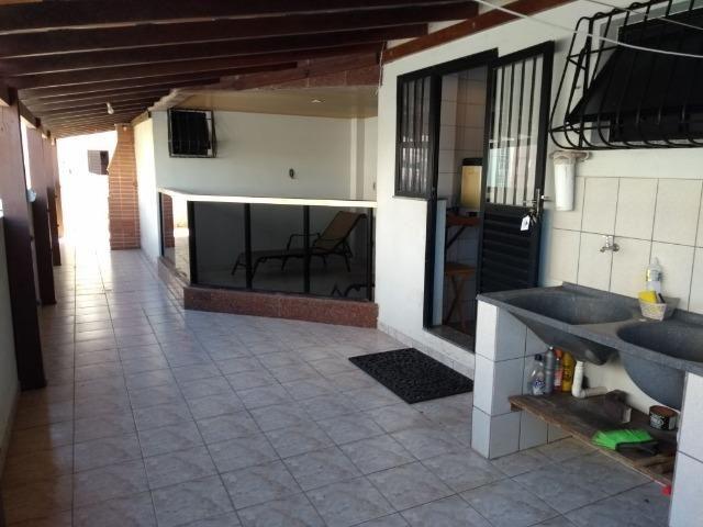 Aluguel anual Praia do Morro,de 03 quartos, lateral pro mar, com área externa ampla