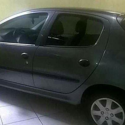 Vendo Peugeot 1.0precisar arrumar a chave de ceta - Foto 4
